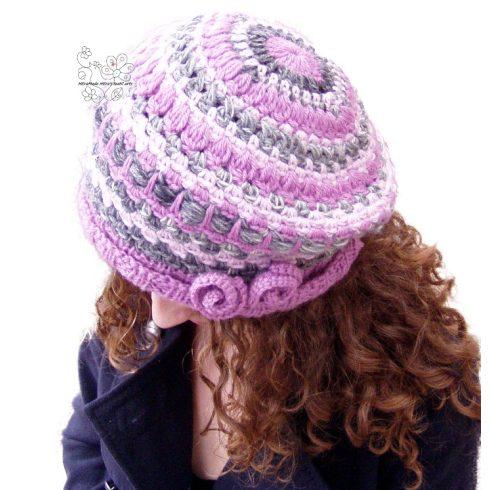 Rózsaszín női barett sapka, horgolt csíkos bohém sapka