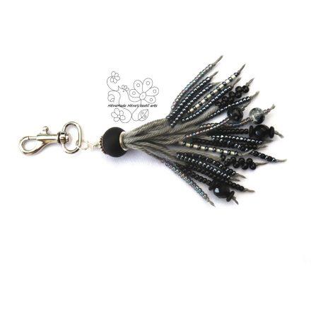 Grafit gyöngyrojt bojt táskadísz, szürke fekete kulcstartó