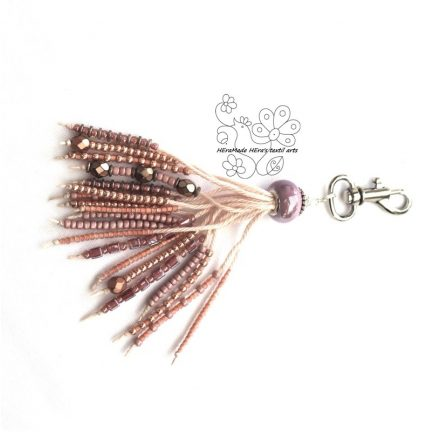 Csipkerózsa gyöngyrojt táskadísz rózsaszín kulcstartó