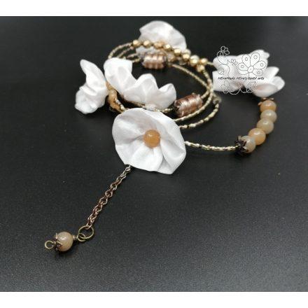 Bézs virágos bohém női nyaklánc, bohém ékszer, boho virágos karkötő